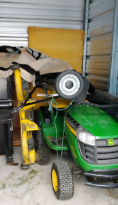 John Deer D170 lawnmower tractor with attachement