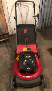 tondeuse 5 HP avec sac lawn mower MTD Yard Machine with rear bag