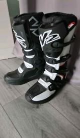 W2 endurance motorbike boots size 8 (42)