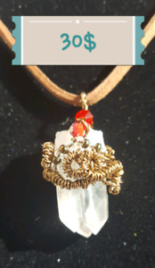 CLEAR CRYSTAL 3 POINTS PENDANT at 30$