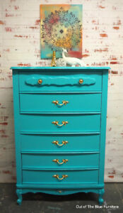 Beautiful 5 drawer French provincial dresser