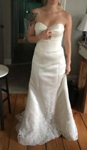 Simple yet Elegant Wedding Dress for Sale