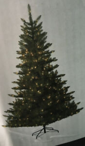 7.5' CHRISTMAS TREE WITH CLEAR LIGHTS GENTLY USED