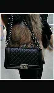 Neuf sacoch Chanel en cuir quality AAA meduim Avec la plastic et