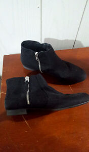 Women's size 7 flat ankle booties