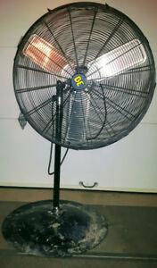 """Ventilateur industriel 30"""" sur pied"""