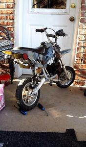 Ptit motocross 49 cc 2 temps automatique 250$ non nego!!