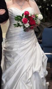 Sz18 GORGEOUS Maggie Sottero strapless diamond white bridal gown