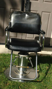 Hydraulic Hairdressing Chairs (Quantity 2)