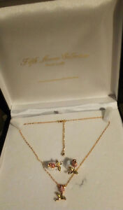 Gold plate earring & necklace pendant set.