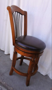 Elegant vintage single revolving bar/stool chair, refurbished