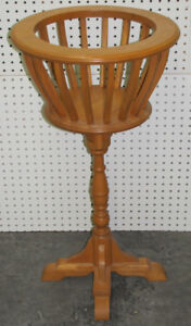 "Support a Plante / Beautiful Maple Fern Stand 31"" x 17"""
