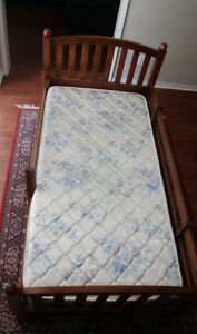 Twin Ethan Allen bed with 2 drawers (Made in America)