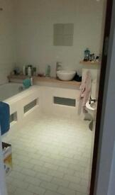 1 double bedroom ensuite available to move in on 5th October Piccadilly only 8 mins away