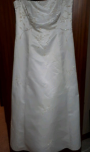 Say YES to this dress!!! Lovely Wedding Gown!!!!