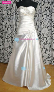 New Wedding dress size 4 size 6 fitting lace up backing