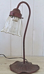 Vintage. Collection. Magnfique lampe de table fer et verre