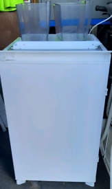 Baumatic BR16 3A intergrated fridge
