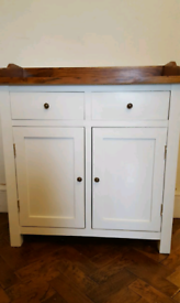 Artisan 2 toned kitchen unit with Gallery back