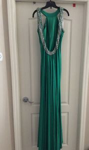 Long sleeveless backless green dress