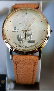 VINTAGE MICKEY MOUSE WATCH --- MONTRE MICKEY MOUSE