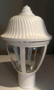 White Lamppost Light