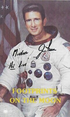 APOLLO 15 MOONWALKER JIM IRWIN SIGNED 3.5X6 INCH PAMPHLET FOOTPRINTS ON THE MOON
