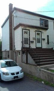 Bright 2 bedroom 1.5 bath Apartment Available June 1, 2018