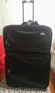 Large Black Samsonite Luggage Traveling Suit Case Handle Bag