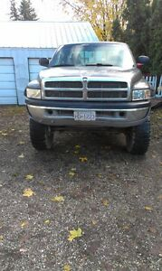 2002 Dodge ram 2500 cummins 24valve 6inch lift on 35's