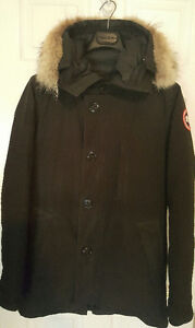 Canada goose chateau parka (SMALL, little bit of poo smell)