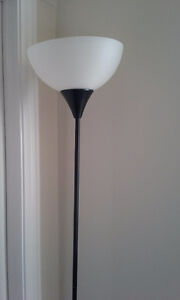 selling this lovely floor lamp