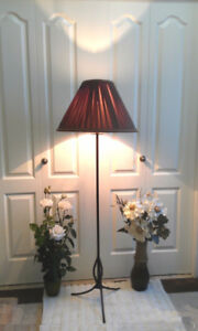 Vintage Beauty! TRI-LIGHT Floor Lamp (TEXT/CALL Pls)