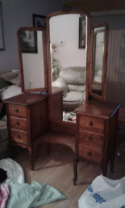 Gorgeous Vanity with 3 Sided Mirror