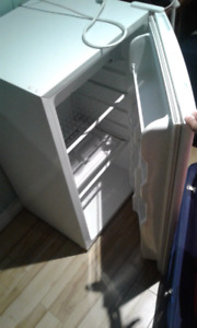 RCA mini fridge great working condition $20
