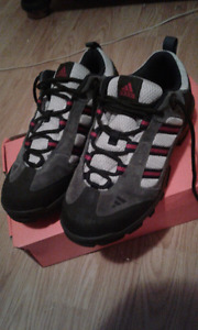 New Adidas Adventure mountain grip shoes (Size7)