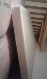Low profile Queen Size Boxspring for sale in North Whitby in Exc