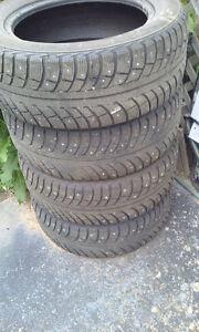 4 pneus a clous