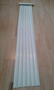 Store vertical aluminium blanc 15po (largeur)X 80po (hauteur)