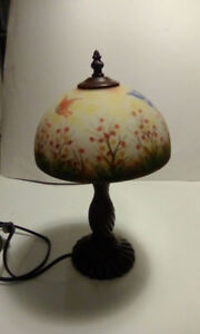 METAL BASE TABLE LAMP WITH GLASS PAINTED SHADE