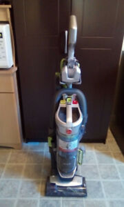 HOOVER AIRLIFT UPRIGHT VACUUM - New Condition
