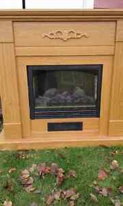 Electric Fireplace, Medium color Oak, Nice for Xmas decorations!