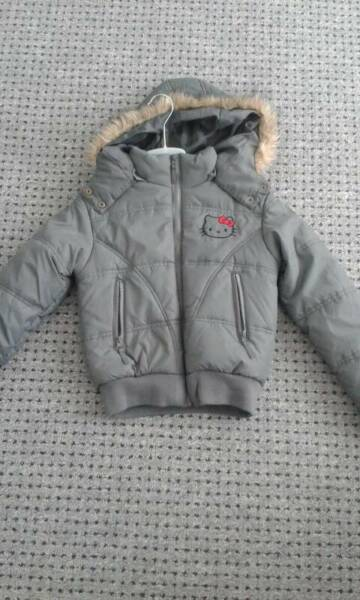 hello kitty winterjacke gr 140 in berlin kreuzberg ebay kleinanzeigen. Black Bedroom Furniture Sets. Home Design Ideas