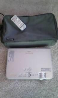 Panasonic Projector good condition 2000 ANSI Lumens Brightness