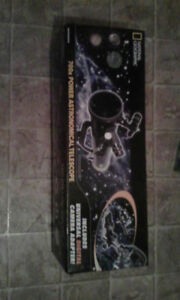 National Geographic 700x Astronomical Telescope
