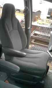 2006 DODGE CARAVAN FRONT and REAR SEATS. GREAT CONDITION