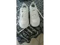 White Nike air max 1