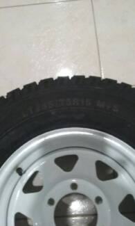 trailer axil and wheels