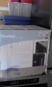 *NEW* ---DANBY WINE COOLER -- BEST OFFER