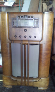 RCA  ANTIQUE STAND UP RADIO
